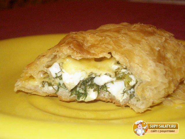 Слоеные пирожки с яйцом и зеленью