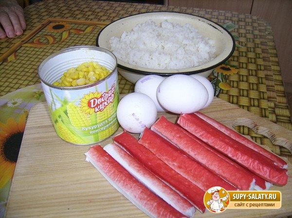 Как готовить салат из крабовых палочек