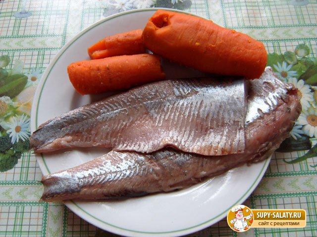 филе сельди и отварная морковь