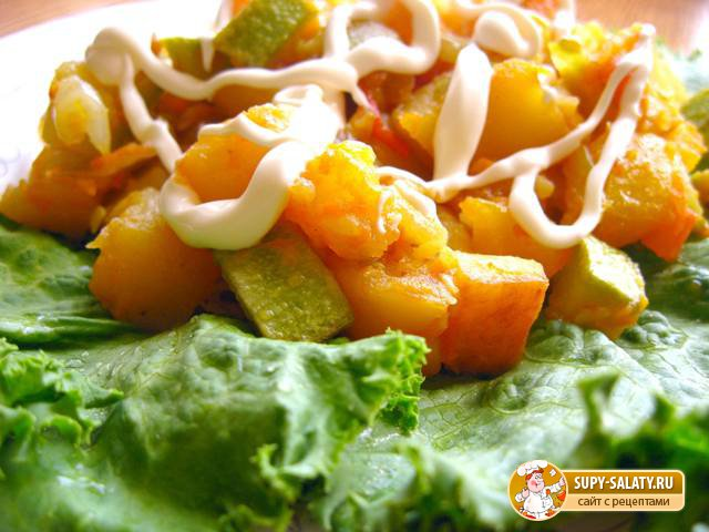 Рагу из овощей с баклажанами и кабачками и картофелем и капустой