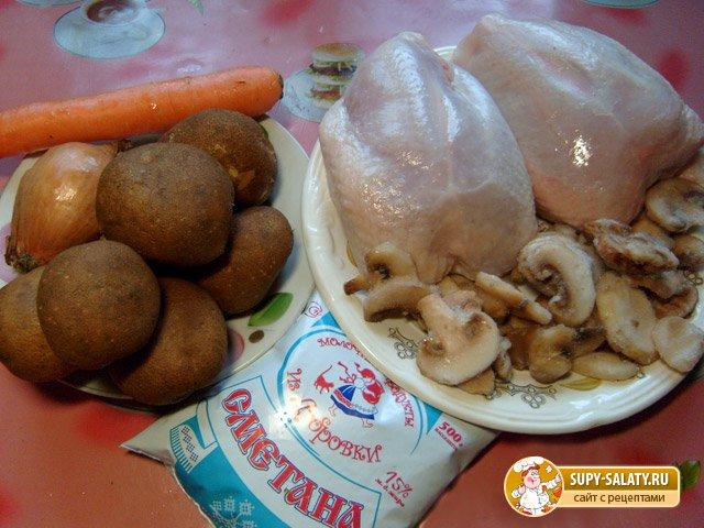 Куриное жаркое с грибами в горшочках