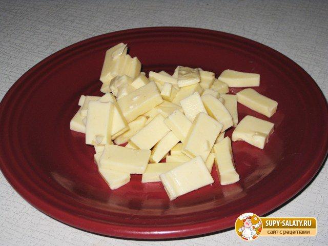 Салат из краснокочанной капусты с сыром и колбасой. Рецепт с фото