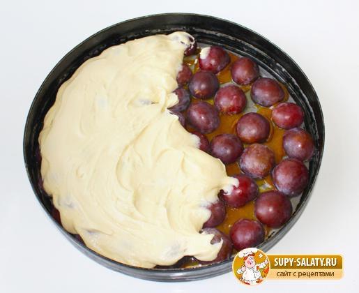 Пирог-перевертыш со сливами. Рецепт с фото