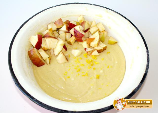 Йогуртовый пирог с яблоками. Рецепт с фото