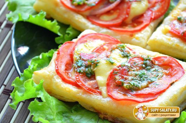 Тарталетки с сыром, колбасой и помидором. Рецепт с фото