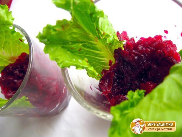 Салат со свеклой в стакане. Рецепт с фото