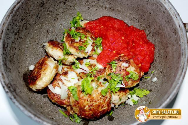 Тефтели с рисом в томатной подливке