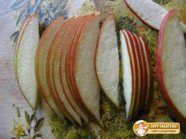 Двухцветные маффины с яблоками