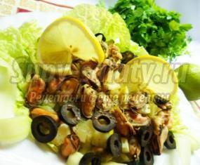 Салат из мидий с огурцом и лимоном