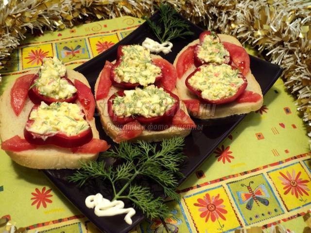 Бутерброды Дед Мороз в лесу. Рецепт с фото