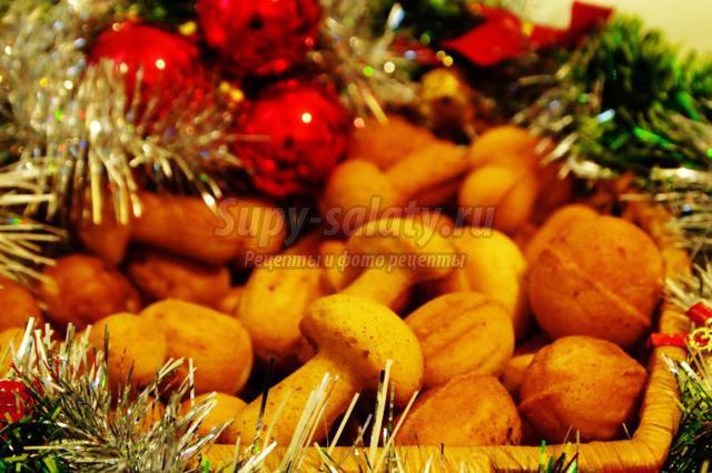 Грибочки и орешки под новогоднюю елочку