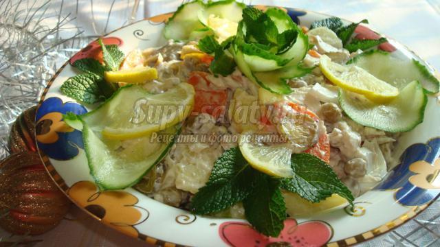 Рыбный салат с солеными огурцами
