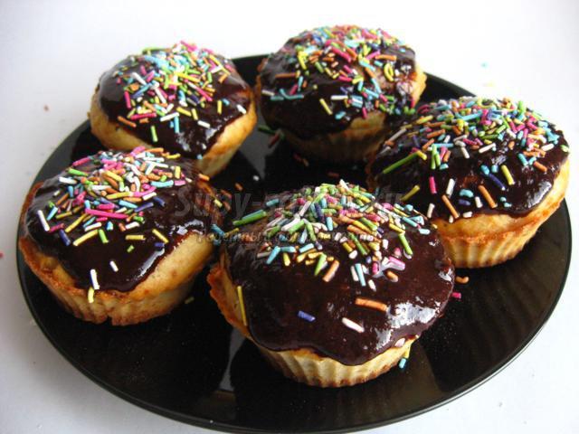 Кексы с шоколадной глазурью
