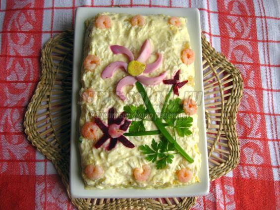 Праздничный салат из креветок с яйцами