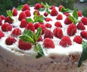 Торт-мороженое с малиной