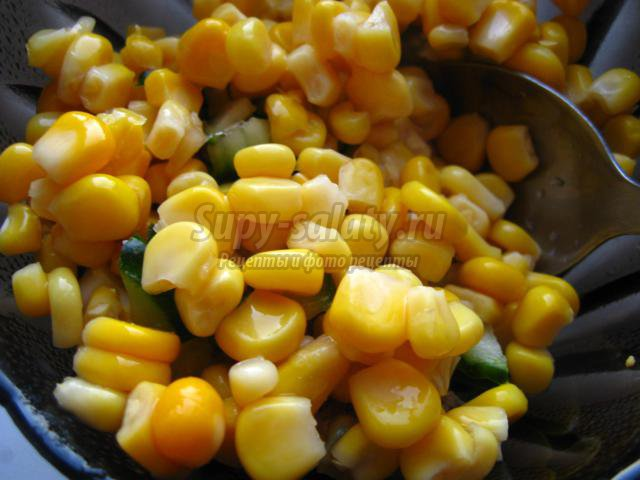 Салат с жареными баклажанами и кукурузой