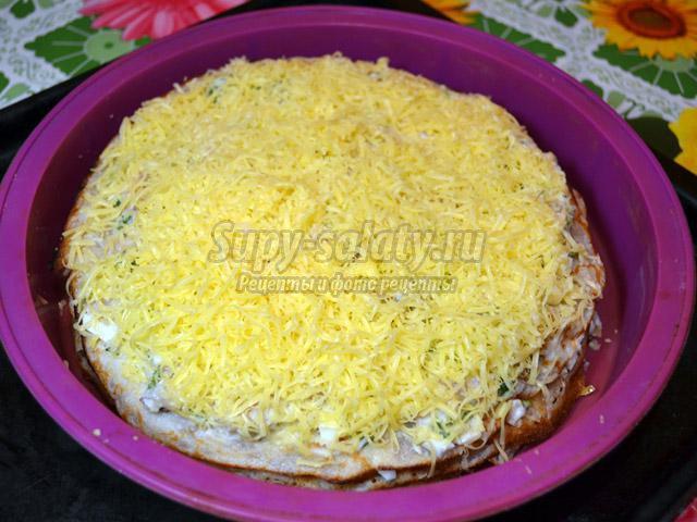 Блинный пирог с копченой скумбрией