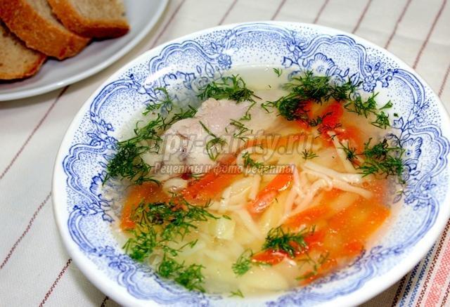 Легкий куриный суп с домашней лапшой