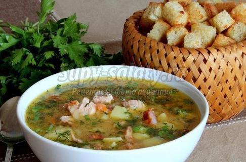 аппетитный суп с копченой курицей