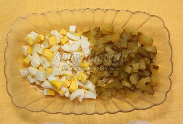 Порционный салат в булочке