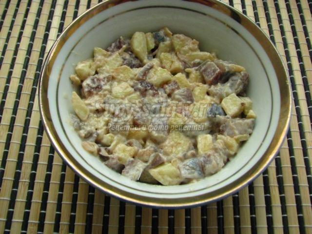 закуска из селедки с яблоком и яйцом