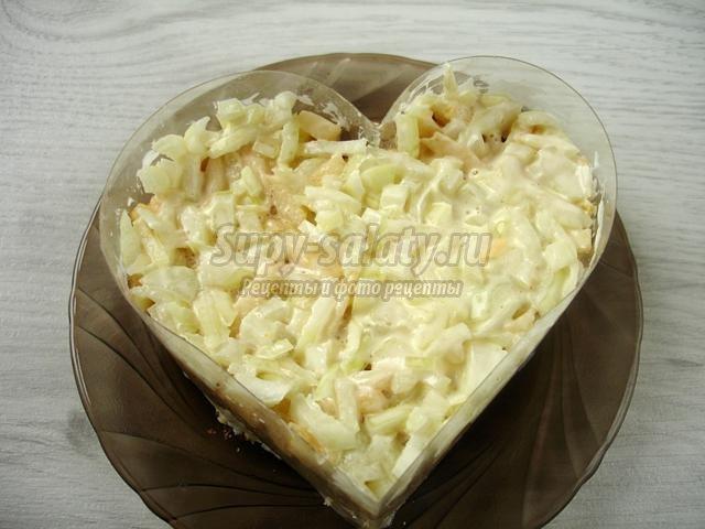 слоеный салат с курицей и ананасом. Сердце