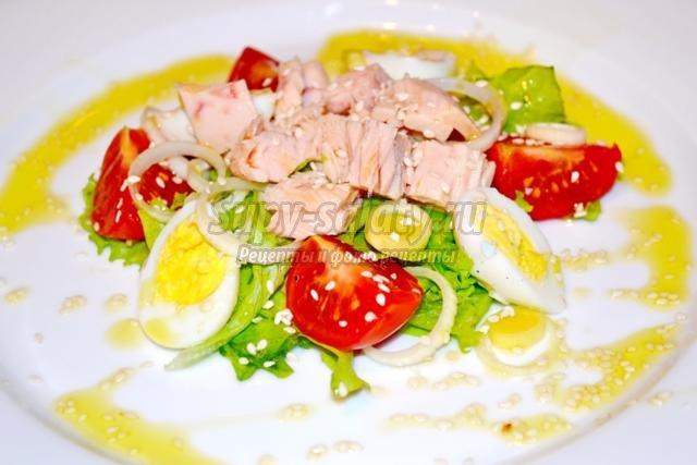 салат с тунцом и помидорами черри