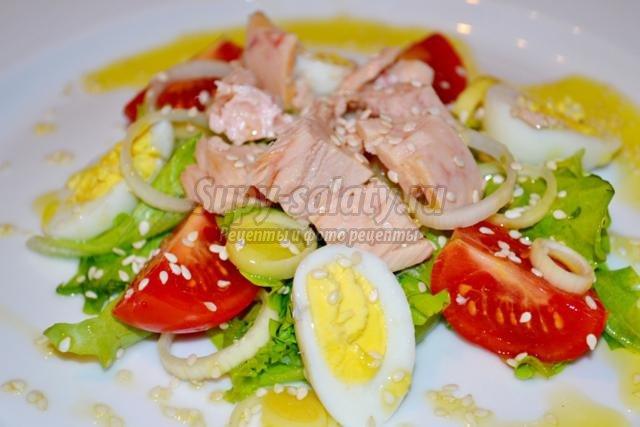 Смотреть Салат с перепелиными яйцами и помидорами черри видео