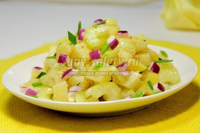 теплый картофельный салат с сельдереем