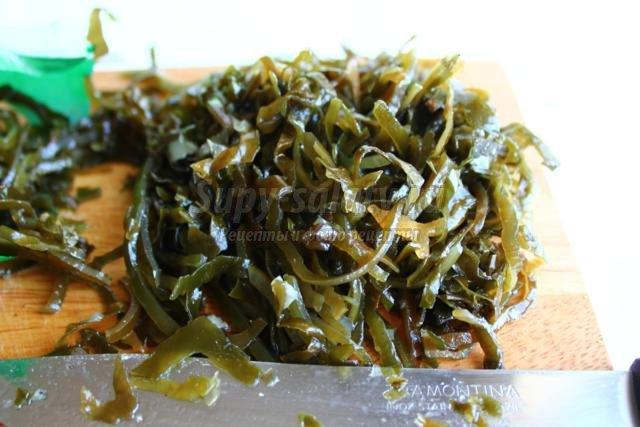 салат из морской капусты с маслинами
