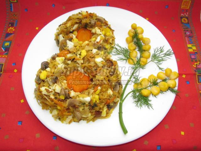 салат на 8 Марта с капустой, грибами, яйцом и кукурузой