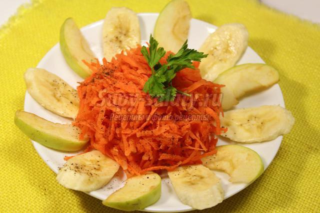 острый салат из моркови с бананами и яблоками