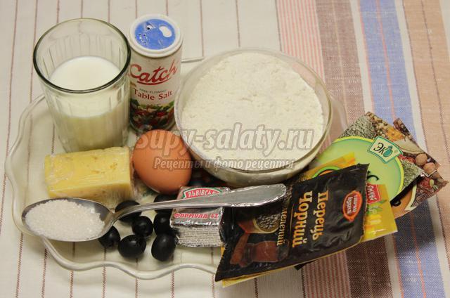 сдобные булочки с сыром, маслинами и специями