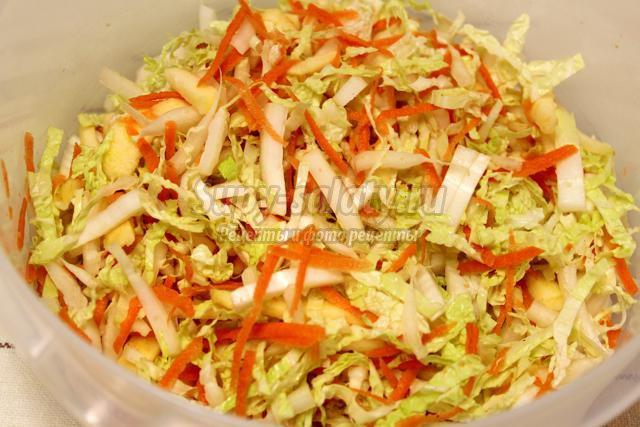 Салат с крабами и сельдереем