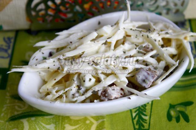 салат из белокочанной капусты с сухариками
