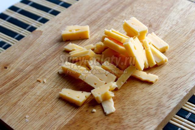 салат с маслинами, яблоками и сыром