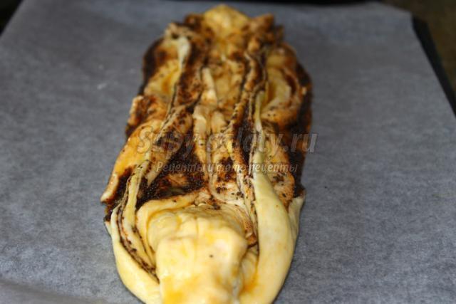 дрожжевой пирог с яблоками, маком и корицей