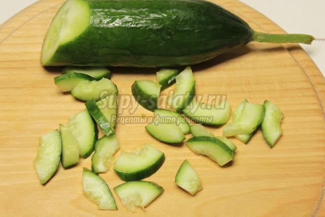 весенний салат с картофелем и свежими овощами