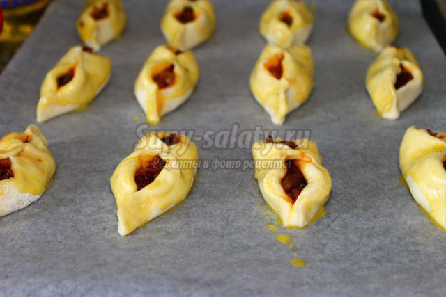 дрожжевые пирожки с тушеной капустой