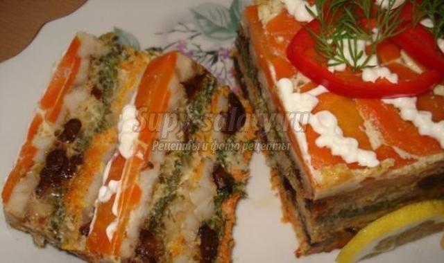 Рыбный торт с овощами и черносливом