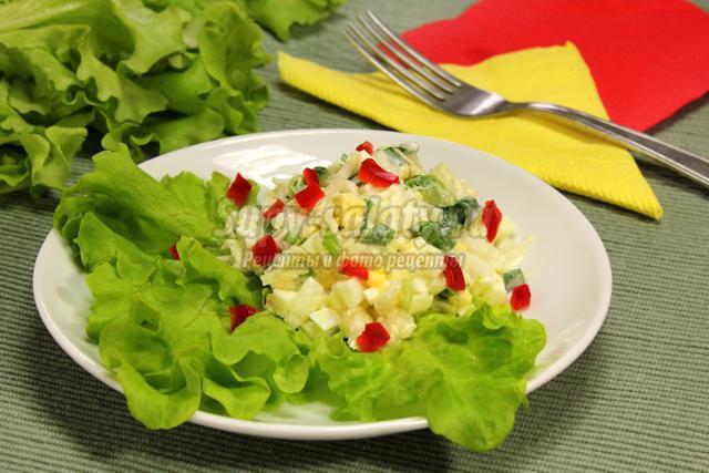 салат из пекинской капусты, лука и яиц