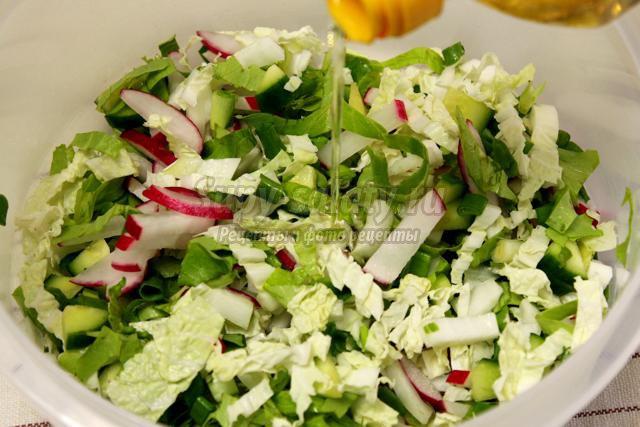 Салат из редиса с огурцами и пекинской капустой - рецепт пошаговый с фото