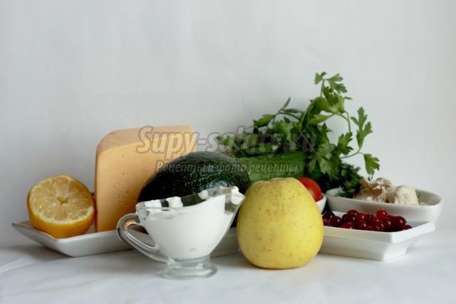 Салат из овощей, фруктов и сыра