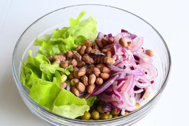 Салат из свеклы с маринованным луком