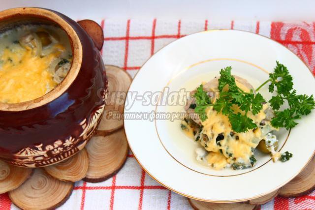 Курица в молочно-сырном соусе с оливками и сыром