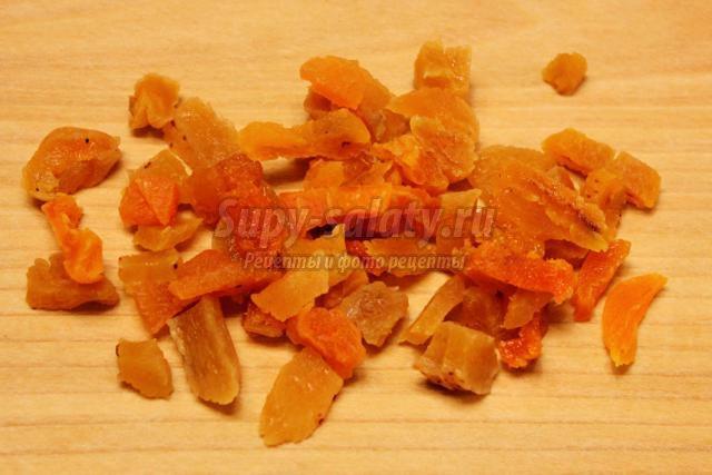 салат из моркови с курагой, медом и орехами
