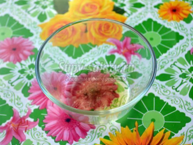 салат из пекинской капусты с редисом и киви