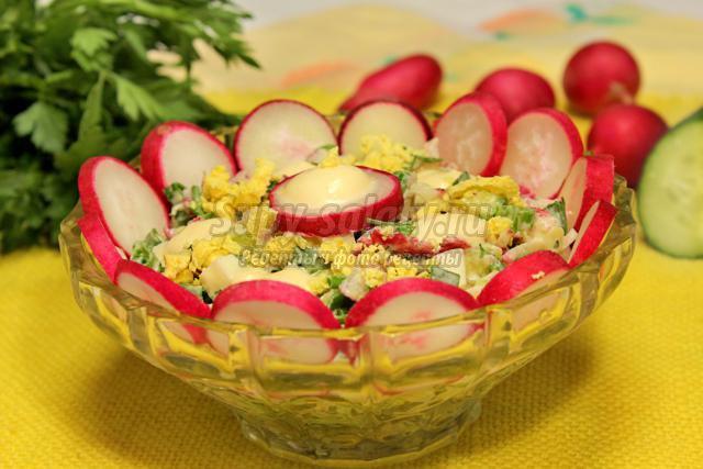 салат из редиса с огурцами и яйцом