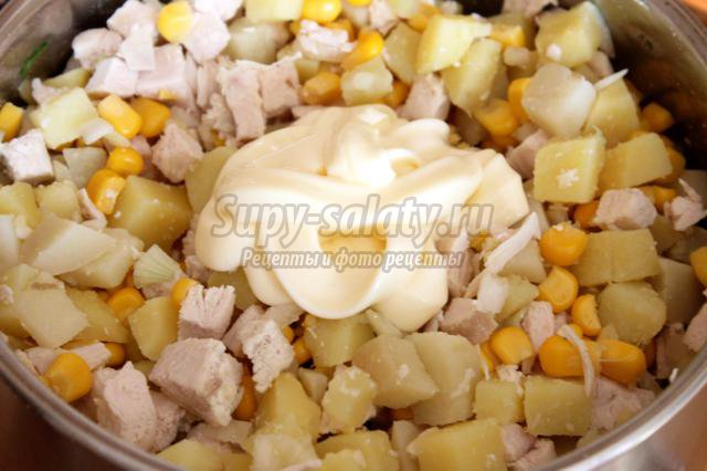 салат с куриным мясом и кукурузой