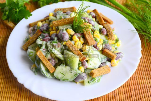 салат с курицей сухариками фасолью кукурузой и сухариками рецепт с фото